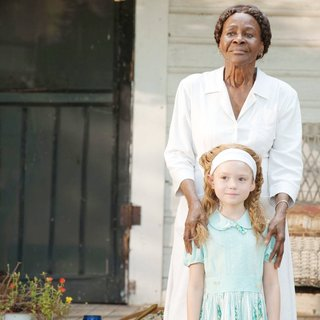 Cicely Tyson stars as Constantine Jefferson and Lila Rogers in DreamWorks SKG's The Help (2011)