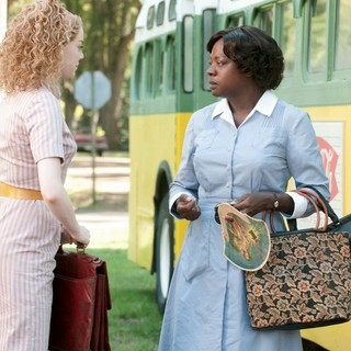 Emma Stone stars as Eugenia Phelan and Viola Davis stars as Aibileen Clark in DreamWorks SKG's The Help (2011) - the_help09