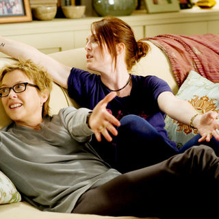 Annette Bening stars as Nic and Julianne Moore stars as Jules in Focus Features' The Kids Are All Right (2010) - the_kids_are_all_right02