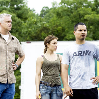 Tim Robbins, Rachel McAdams and Michael Pena in Lionsgate Films' The Lucky Ones (2008) - the_lucky_ones_09