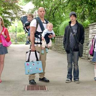 (L-R) Brittany Snow, Vin Diesel, Max Thieriot and Morgan York in Buena Vista Pictures' THE PACIFIER (2005) - the_pacifier03