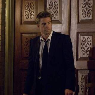 SCOTT SPEEDMAN as James Hoyt in Rogue Pictures' The Strangers (2008). - the_strangers08