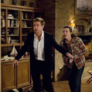 James Hoyt (SCOTT SPEEDMAN) and Kristen McKay (LIV TYLER) in Rogue Pictures' The Strangers (2008). - the_strangers10