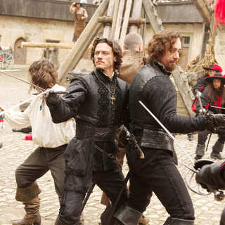 Logan Lerman, Luke Evans and Matthew Macfadyen in Summit Entertainment's The Three Musketeers (2011) - the_three_musketeers02