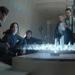 Jena Malone, Jennifer Lawrence, Sam Claflin, Evan Ross, Natalie Dormer, Wes Chatham and Elden Henson in Lionsgate Films' The Hunger Games: Mockingjay, Part 2 (2015) - thg-mockingjay-part2-08