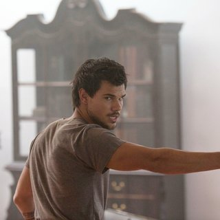 Taylor Lautner stars as Cam in Saban Films' Tracers (2015)