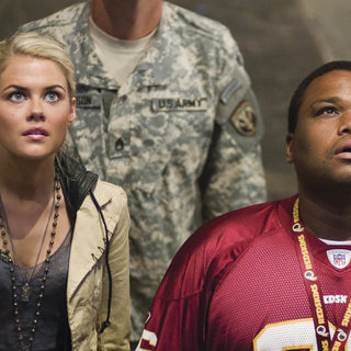 Rachael Taylor and Anthony Anderson in DreamWorks' Transformers (2007)