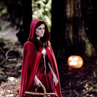 Trick 'r Treat - Anna Paquin stars as Laurie in Warner Bros. Pictures' Trick 'r Treat (2009). Photo credit by Joseph Lederer.