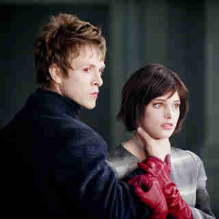 Twilight Saga's New Moon, The - Charlie Bewley stars as Demetri and Ashley Greene stars as Alice Cullen in Summit Entertainment's The Twilight Saga's New Moon (2009)