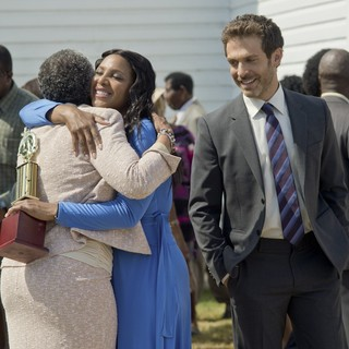 Toni Braxton stars as Nina and David Julian Hirsh stars as Jacob in Lifetime's Twist of Faith (2013)