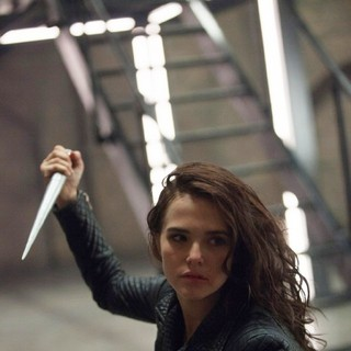 Zoey Deutch stars as Rose Hathaway in The Weinstein Company's Vampire Academy (2014). Photo credit by Laurie Sparham. - vampire-academy05