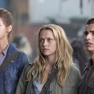 Analeigh Tipton, Teresa Palmer and Dave Franco in Summit Entertainment's Warm Bodies (2013)