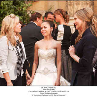 Kristen Bell, Alexis Dziena and Peggy Lipton in Walt Disney Pictures' When in Rome (2010). Photo credit by Myles Aronowitz. - when_in_rome20