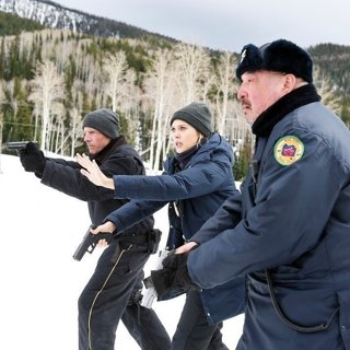 Hugh Dillon, Elizabeth Olsen and Graham Greene in The Weinstein Company's Wind River (2017)