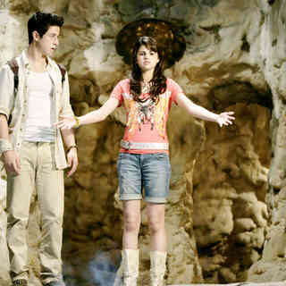Wizards of Waverly Place: The Movie Picture 11