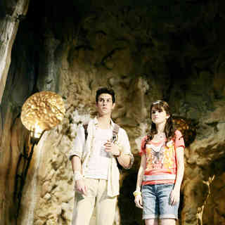 David Henrie stars as Justin Russo and Selena Gomez stars as Alex Russo in Disney Channel's Wizards of Waverly Place: The Movie (2009) - wizards_of_waverly_place28