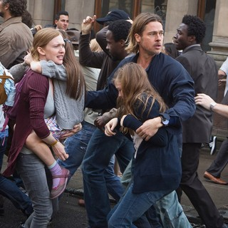 Mireille Enos stars as Karen Lane and Brad Pitt stars as Gerry Lane in Paramount Pictures' World War Z (2013) - world-war-z01