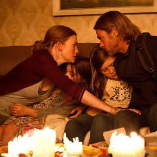 Mireille Enos, Sterling Jerins, Abigail Hargrove and Brad Pitt in Paramount Pictures' World War Z (2013)
