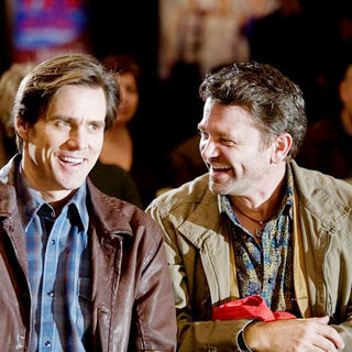 Jim Carrey stars as Carl Allen and John Michael Higgins stars as Nick in Warner Bros. Pictures' Yes Man (2008). Photo credit by Melissa Moseley. - yes_man33