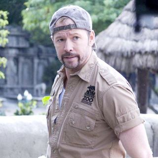 Donnie Wahlberg stars as Shane in Columbia Pictures' Zookeeper (2011) - zookeeper-columbia-pict10