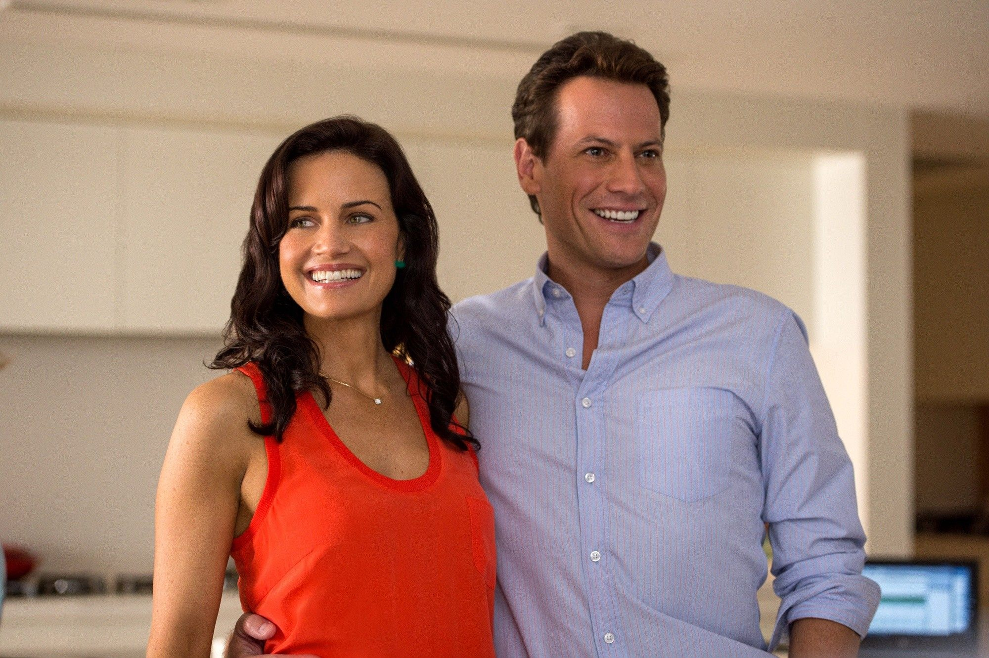 Carla Gugino stars as Emma and Ioan Gruffudd stars as Daniel Riddick in Warner Bros. Pictures' San Andreas (2015)