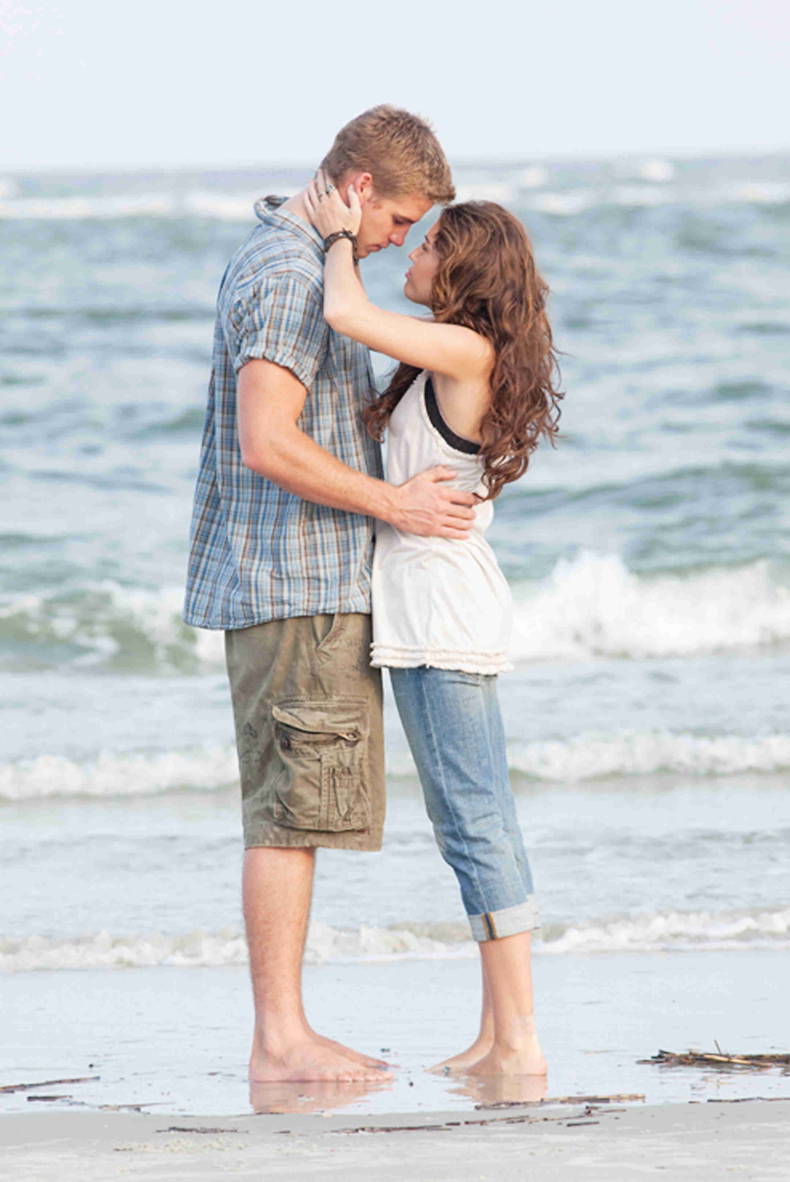 Liam Hemsworth stars as Will Blakelee and Miley Cyrus stars as Veronica 'Ronnie' Miller in Walt Disney Pictures' The Last Song (2010)