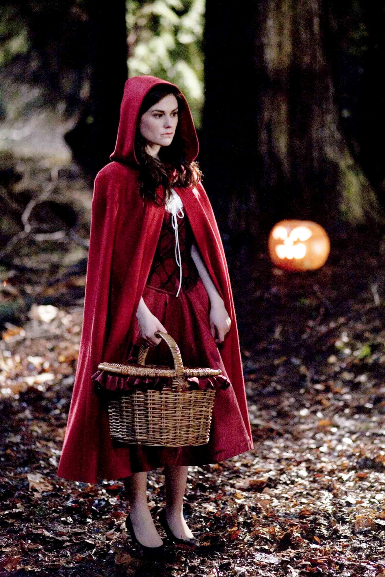 Anna Paquin stars as Laurie in Warner Bros. Pictures' Trick 'r Treat (2009). Photo credit by Joseph Lederer.