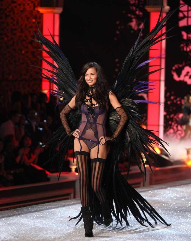 Adriana Lima Picture 33 2011 Victoria 39 S Secret Fashion