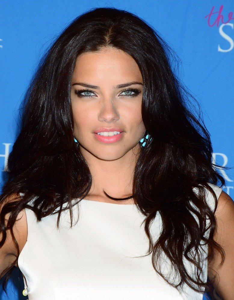 http://www.aceshowbiz.com/images/wennpic/adriana-lima-launch-the-showstoppe-02.jpg
