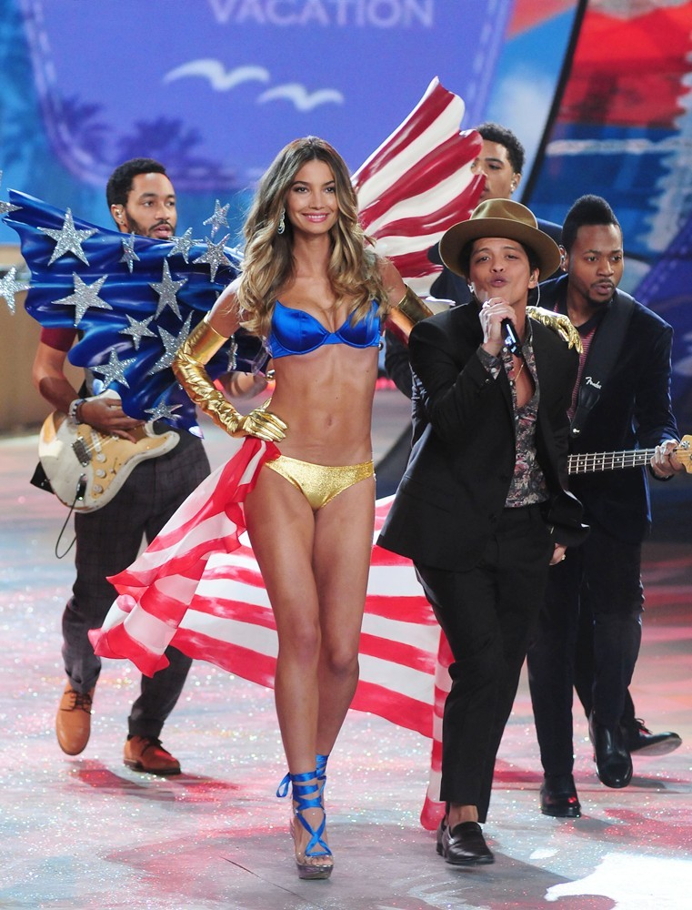 Bruno Mars Victoria's Secret Fashion Show 2012 Lily Aldridge Bruno Mars