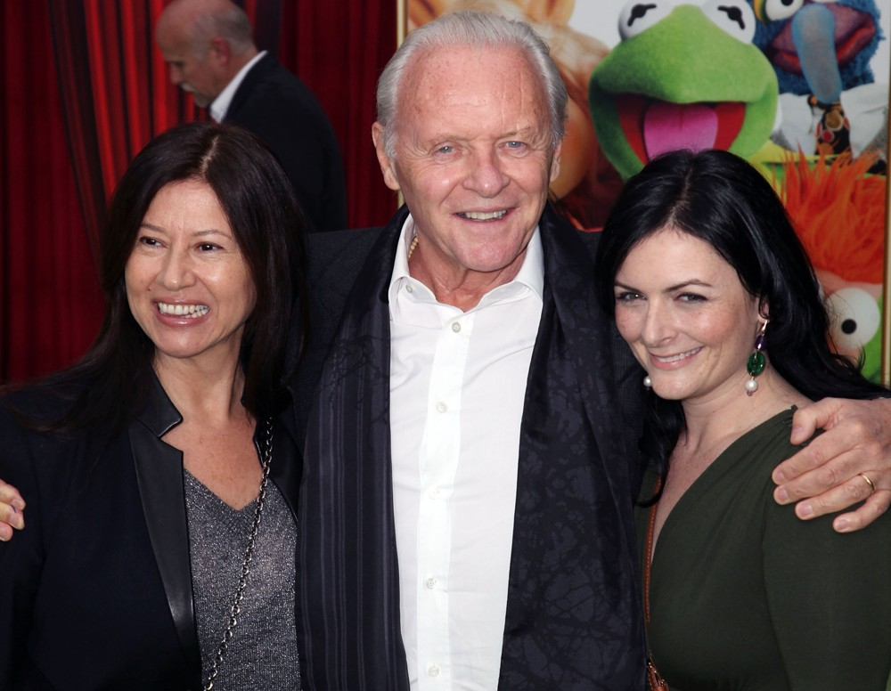 Stella Arroyave, Anthony Hopkins<br>The Premiere of Walt Disney Pictures' The Muppets - Arrivals