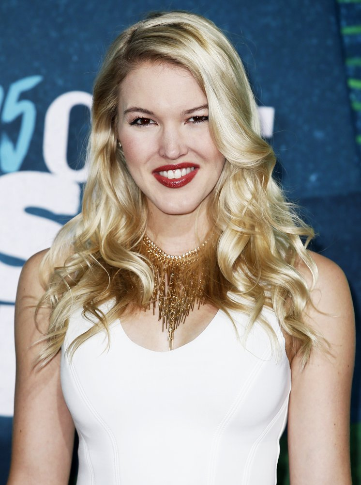 Ashley Campbell Picture 2 - 2015 CMT Music Awards - Arrivals
