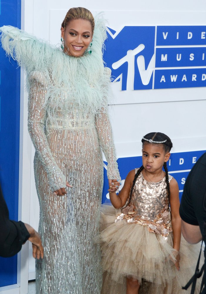 Beyonce Knowles, Blue Ivy Carter<br>2016 MTV Video Music Awards - Red Carpet Arrivals