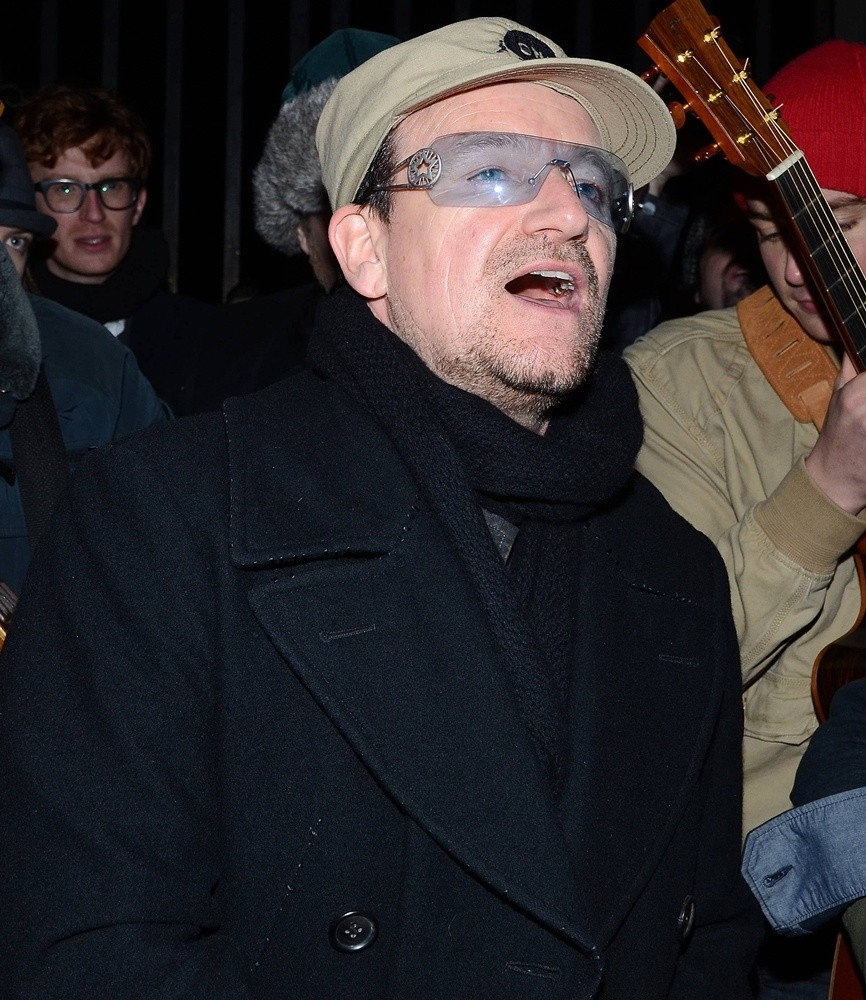 Bono Picture 48 - Bono Singing for Charity at The Entrance ...