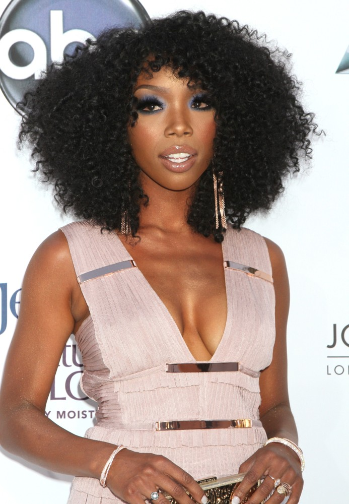 http://www.aceshowbiz.com/images/wennpic/brandy-2012-billboard-music-awards-02.jpg