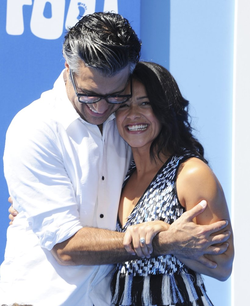 Jaime Camil, Gina Rodriguez<br>Los Angeles Premiere of Smallfoot - Arrivals
