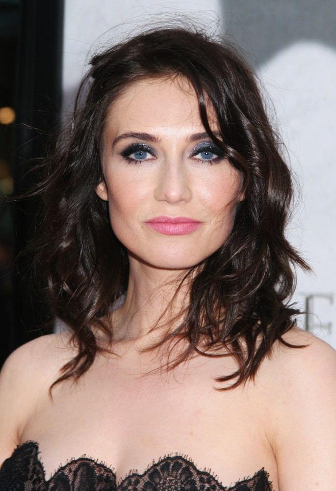 The 41-year old daughter of father Theodore van Houten and mother Margje Stassen, 167 cm tall Carice van Houten in 2018 photo