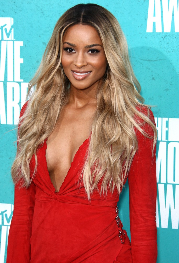 http://www.aceshowbiz.com/images/wennpic/ciara-2012-mtv-movie-awards-04.jpg