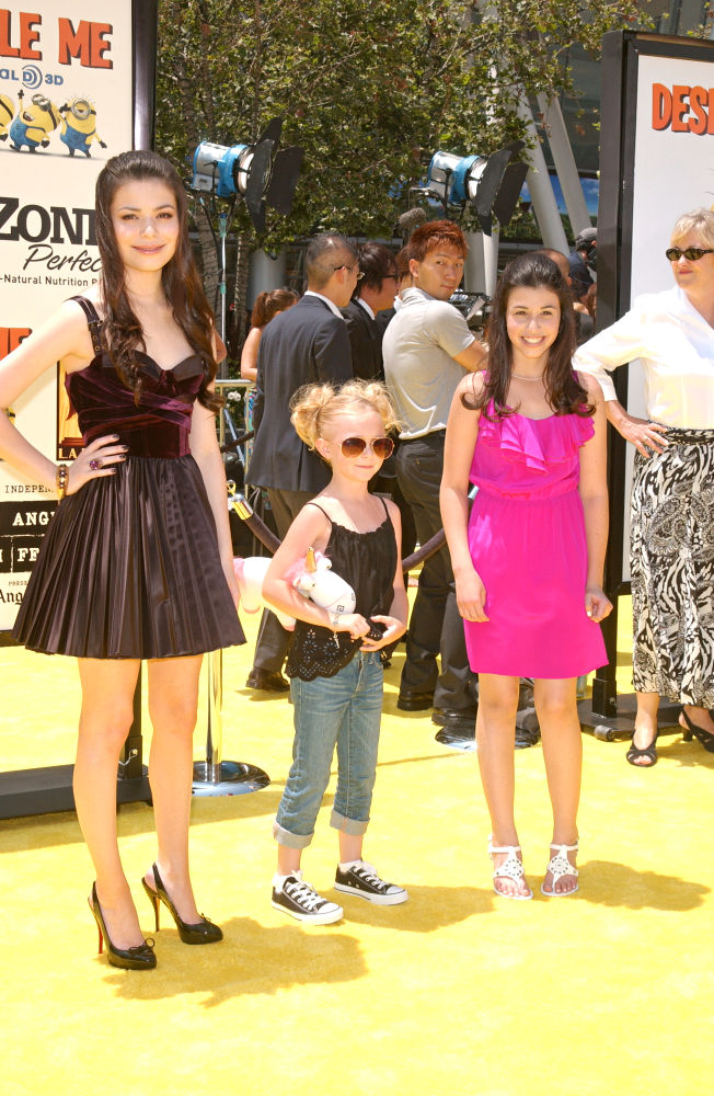 "Los Angeles Premiere Of Universal Pictures' ""Despicable Me"" - Arrivals"