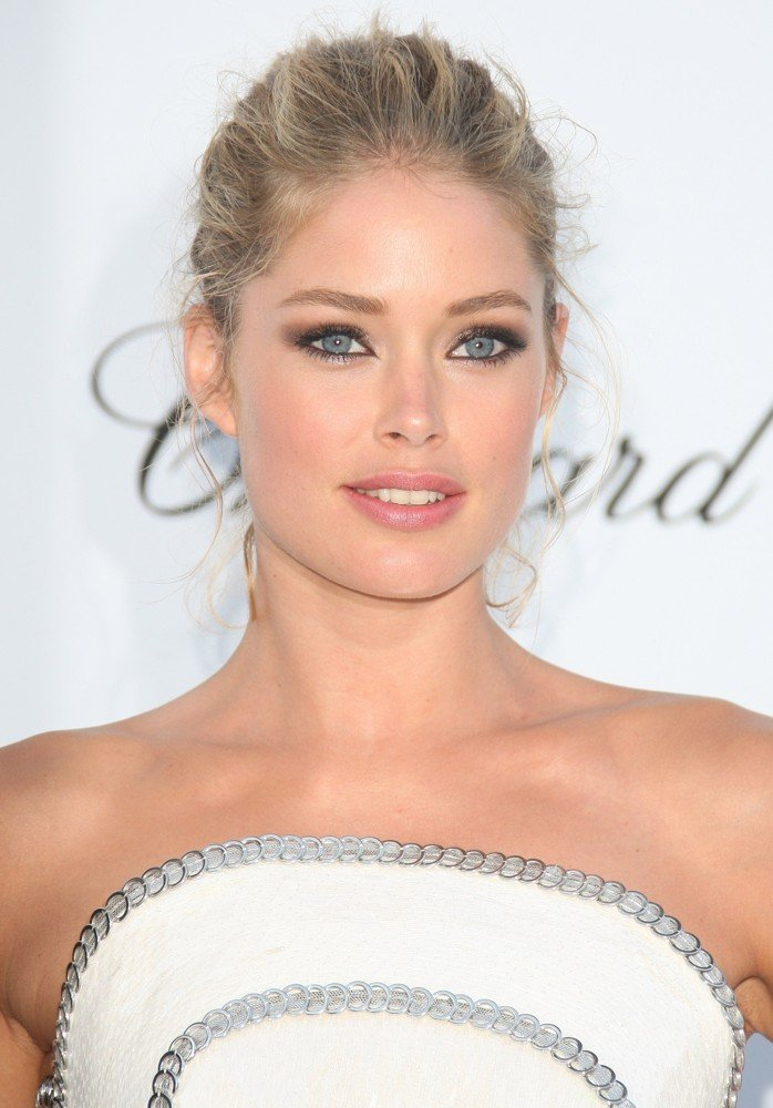 http://www.aceshowbiz.com/images/wennpic/doutzen-kroes-amfar-s-cinema-against-aids-gala-2012-01.jpg