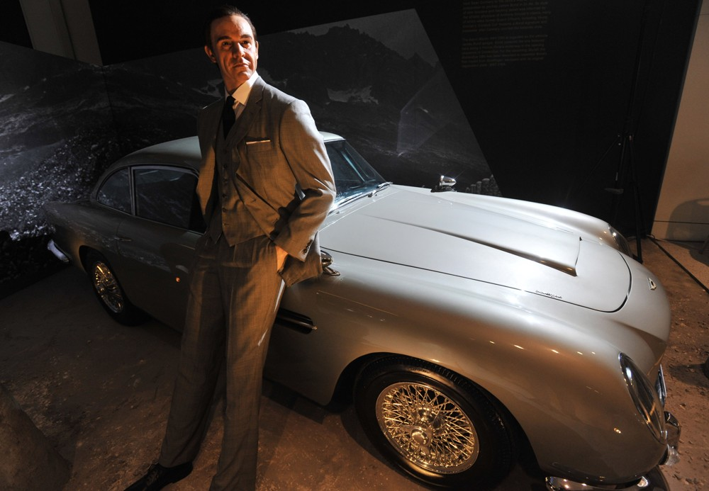 Aston Martin DB5 with A Sean Connery Wax Figure- 1964 Designing 007 - Fifty Years of Bond Style