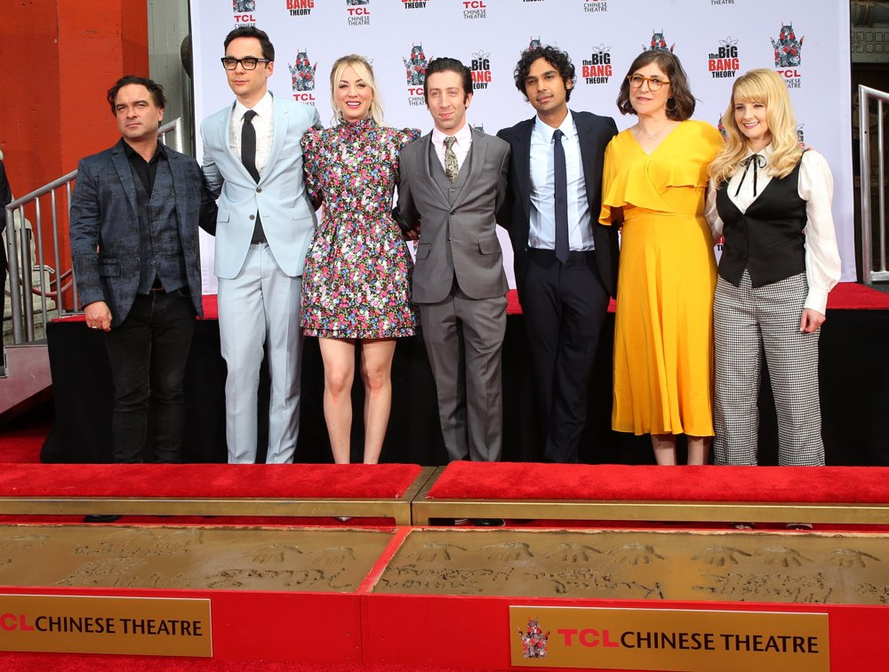 Johnny Galecki, Jim Parsons, Kaley Cuoco, Simon Helberg, Kunal Nayyar, Mayim Bialik, Melissa Rauch<br>The Cast of The Big Bang Theory Places Their Handprints in The Cement