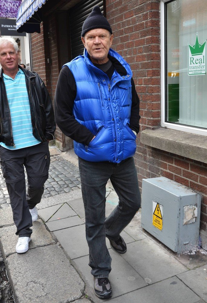 Glen Campbell<br>Glen Campbell Spotted Walking with Kim Woolen