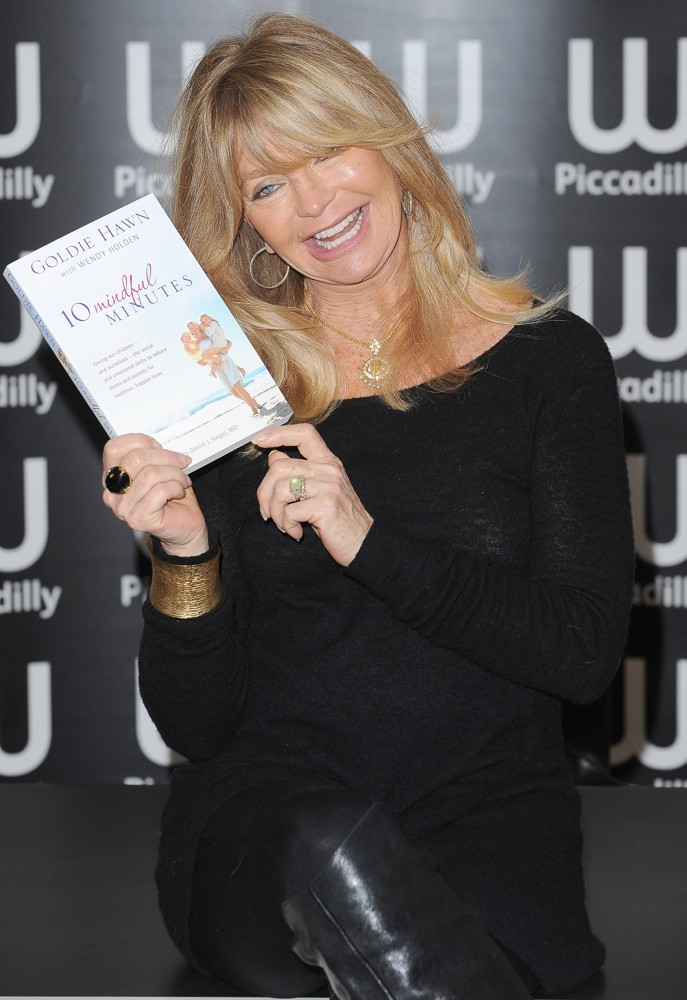 Goldie Hawn<br>Goldie Hawn at A Book Signing
