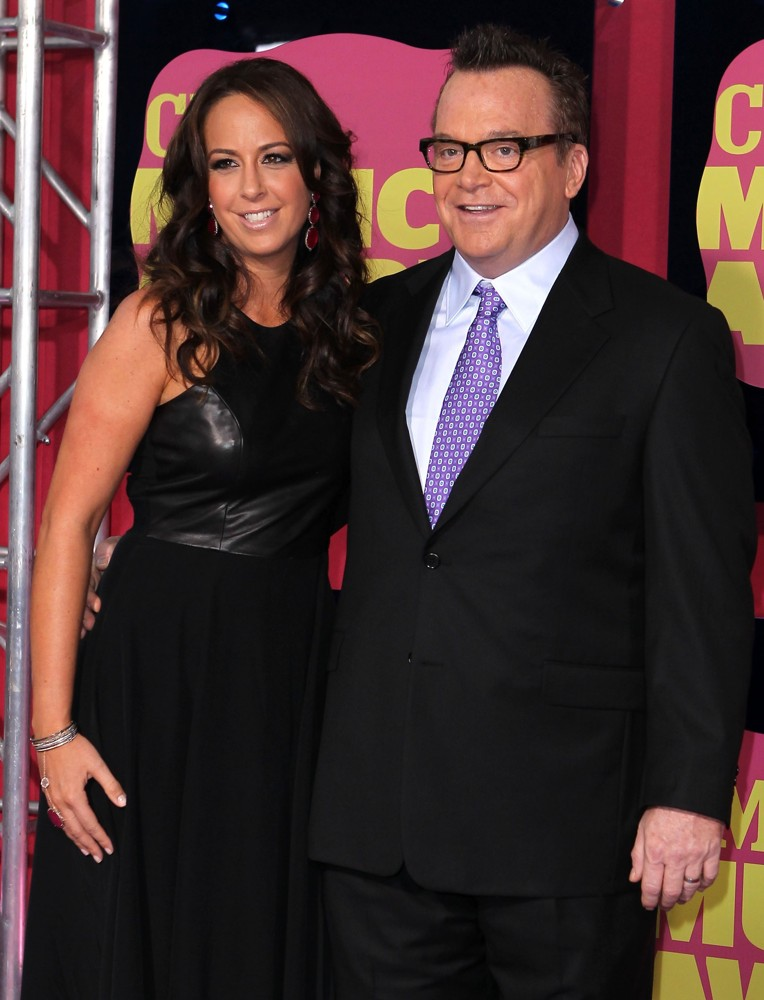 Ashley Groussman, Tom Arnold