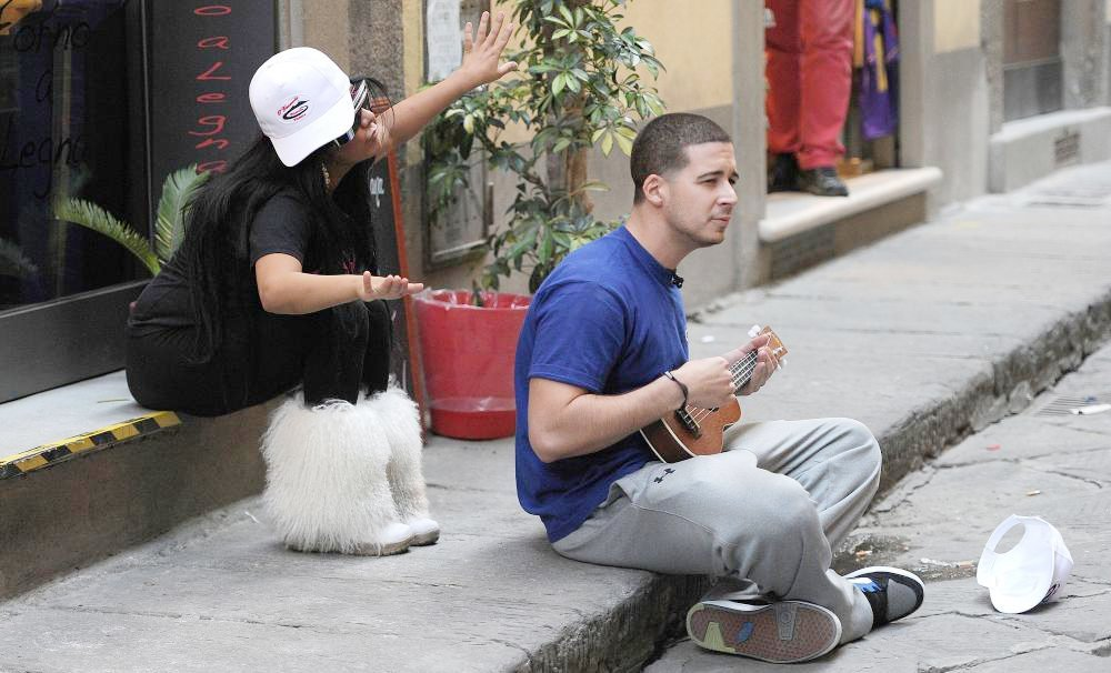 Jersey Shore Cast Members Decide to do Some Busking in Order to Make A Little Extra Money