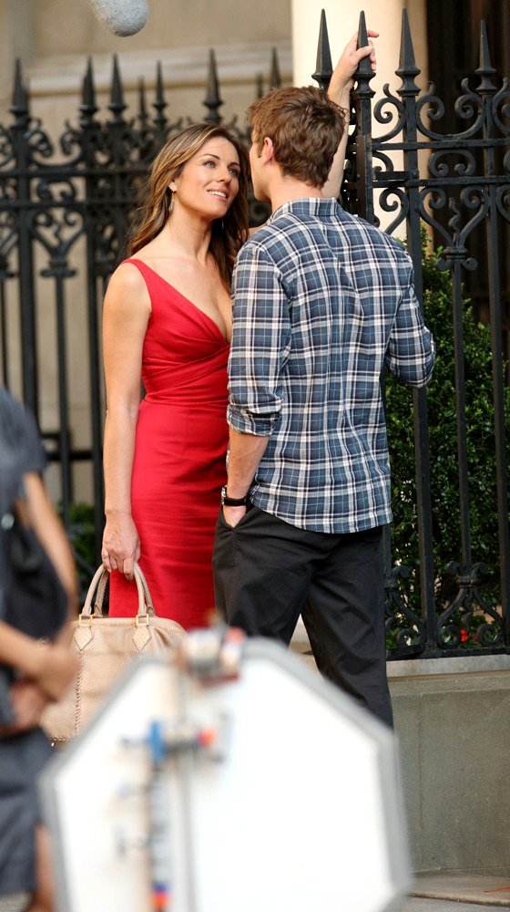 Elizabeth Hurley, Chace Crawford<br>Shooting for Gossip Girl