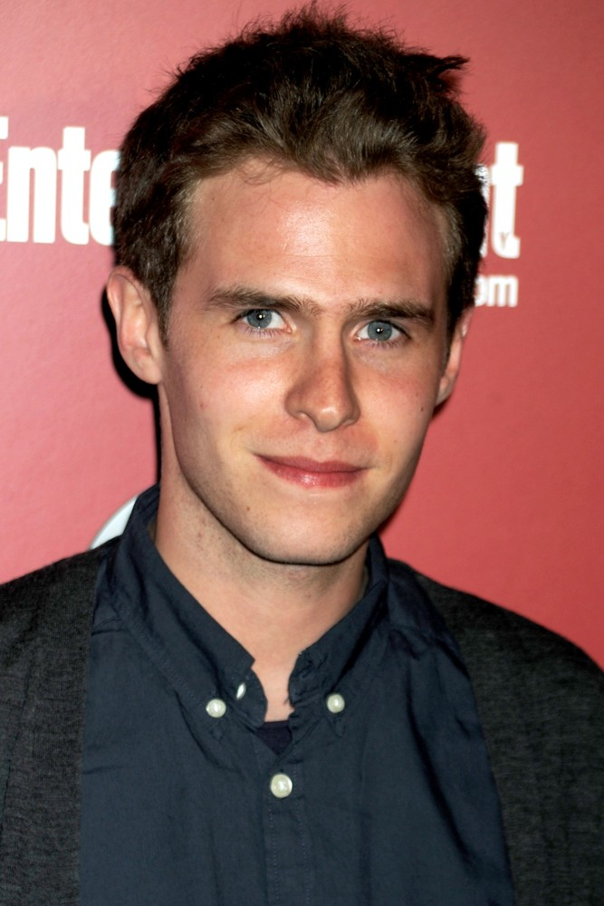 The 29-year old son of father (?) and mother(?), 173 cm tall Iain De Caestecker in 2017 photo