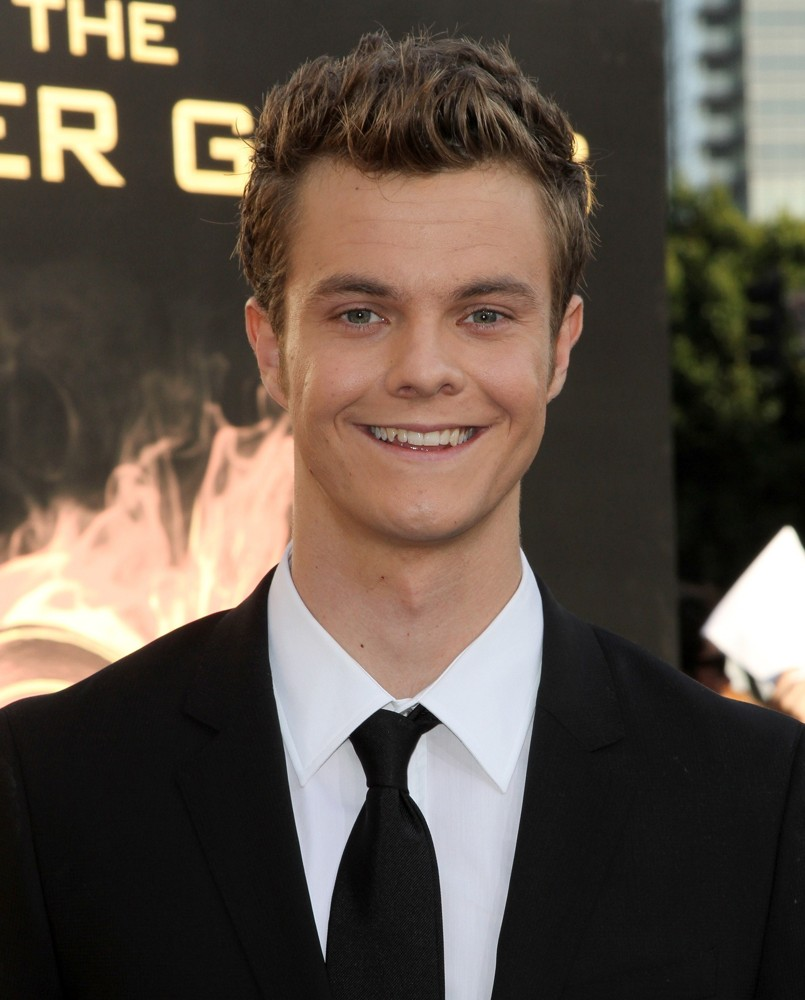 jack quaid how tall