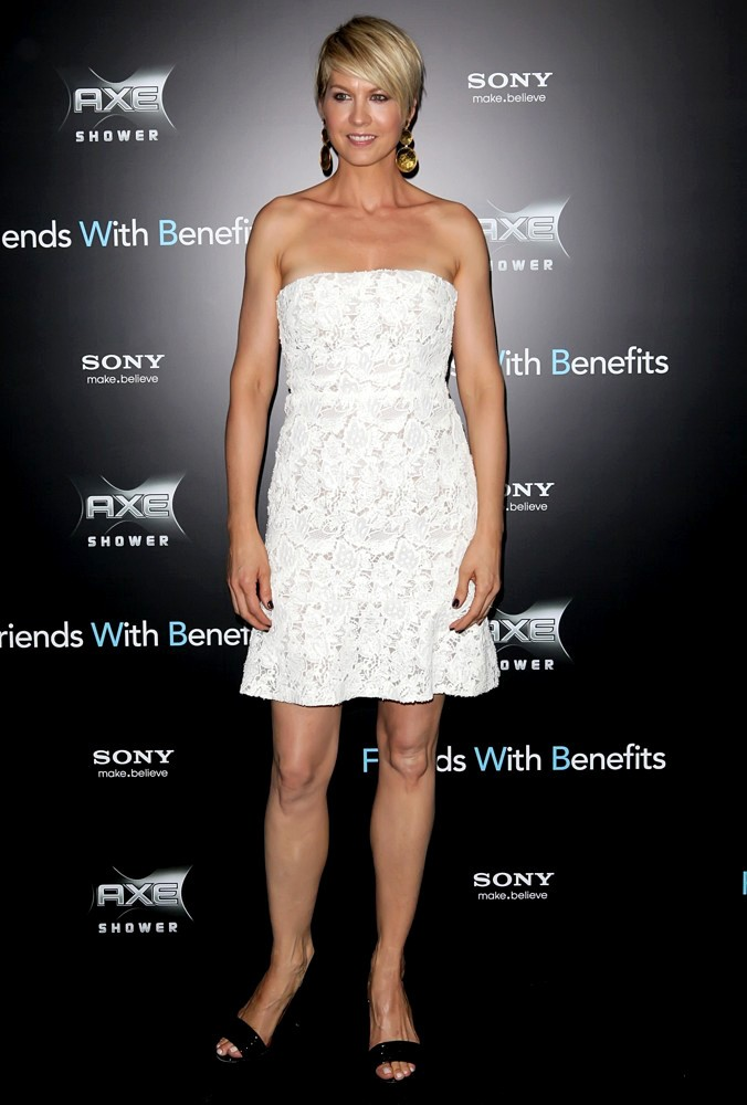 Jenna Elfman<br>New York Premiere of Friends with Benefits - Arrivals